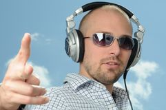 Diskjockey mit Kopfhörern Stockfotografie