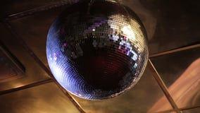 Diskoboll på en nattklubb lager videofilmer