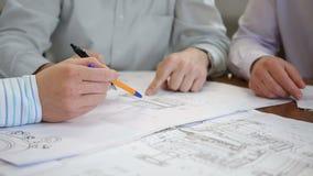 Diskussion über technische Konstruktionszeichnung