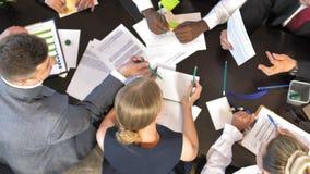 Diskussion av nya projekt och idéer av företagschefer Top beskådar arkivfilmer