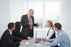 Diskussion in einer Sitzung Lizenzfreies Stockbild