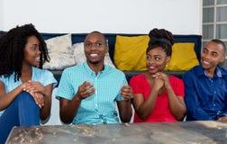 Diskussion in Gruppe Afroamerikanerleuten Stockfotos