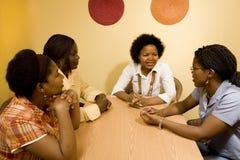 diskussion som har kvinnor Royaltyfri Fotografi