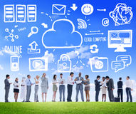 Diskussion Team Concept för data för moln för affärsfolk beräknande arkivbild