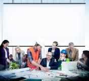 Diskussion Team Concept för kontor för affärsfolk funktionsduglig Arkivfoto