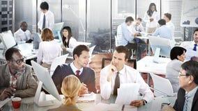 Diskussion Team Concept för kontor för affärsfolk funktionsduglig Arkivfoton