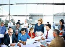 Diskussion Team Concept för kontor för affärsfolk funktionsduglig Royaltyfri Bild