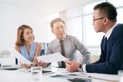 Diskussion von Geschäftsideen Lizenzfreie Stockfotos