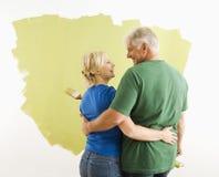 diskutera kvinnan för jobbmanmålarfärg royaltyfri fotografi