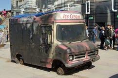 Dismaland glassskåpbil Arkivbild