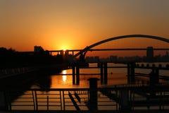 Disminuciones hacia el oeste el sol Fotos de archivo libres de regalías