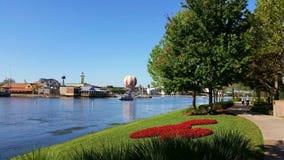 Disney fjädrar i stadens centrum Disney royaltyfria bilder