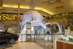 Disney's Frozen Attraction. A very popular attraction at International Mall in Tampa, featuring a snow globe / hut Frozen kingdom with fake snow for the children Stock Photo