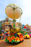 Disney ståtar med grejar klockan Royaltyfri Foto