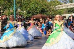 Disney ståtar på Disneyland royaltyfri foto