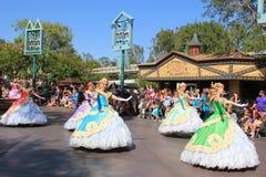 Disney ståtar på Disneyland Arkivfoton
