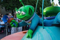 Disney Toy Story Parade Green Aliens royaltyfri bild