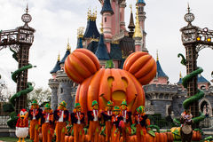 Disneylândia Paris durante celebrações do Dia das Bruxas Foto de Stock