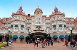 Disneyland - huvudsaklig ingång till parkera Arkivbilder