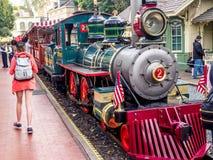 Disneyland järnväg på Disneyland parkerar royaltyfria foton