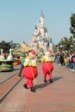 DISNEYLAND PARÍS - 11 DE MARZO DE 2016: caracteres de Disney Fotos de archivo libres de regalías