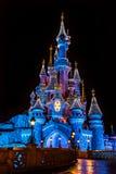 Disneyland Parijs Castel tijdens Kerstmisperiode stock afbeeldingen