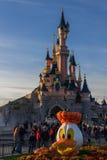Disneyland Parijs Kasteel tijdens Halloween-vieringen Royalty-vrije Stock Afbeelding