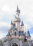 Disneyland Paris - 14 Maj 2016: Disneyland parkerar i Paris, Frankrike Sova skönhetslotten royaltyfria foton