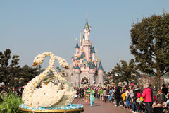 DISNEYLAND PARIS - MARCH 11, 2016 : the spring parade Royalty Free Stock Photos