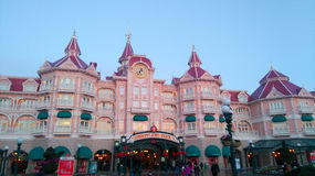 DISNEYLAND PARIS Mickey Mouse hotell royaltyfri foto