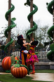 Disneyland Paris tecken under allhelgonaaftonshowen Arkivfoton