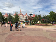 Disneyland parkerar den centrala plazaen royaltyfria foton