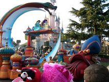 Disneyland Paryska parada z Aladdin i jaśminem fotografia royalty free