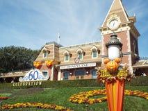 Disneyland trainstation allhelgonaafton och diamant 60 royaltyfri fotografi
