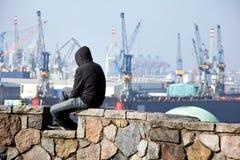 Disoccupati nel porto di Amburgo in Germania Fotografia Stock