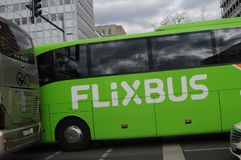 DISOCUNT VERDE FLIXBUS IN BERLING GERMANIA fotografie stock