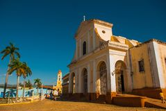 Disparado da plaza da catedral e do quadrado principal em Trinidad, Cuba foto de stock