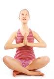 Disparado de uma jovem mulher desportiva que faz o exercício da ioga. Imagem de Stock Royalty Free