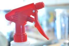 Disparador rojo, translúcido brillante de la botella del aerosol Imagen de archivo libre de regalías
