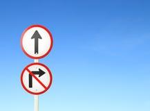 Disparaissent en avant la manière, signe en avant et ne tournent pas le bon signe Images libres de droits