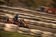 Disparaissent le kart emballant sur le circuit (trouble !) Photos stock