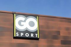 Disparaissent le logo de sport sur une façade Photographie stock
