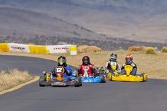 Disparaissent le pilote de course #12 de kart dans l'avance images stock