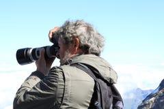 Disparando nas montanhas ensolaradas no Jungfraujoch Imagens de Stock
