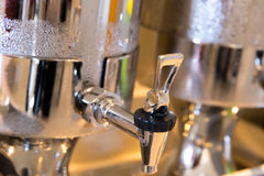 Dispensador del agua del acero inoxidable con la condensación Imagen de archivo libre de regalías