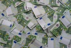 Dispersado 100 billetes de banco euro Imagen de archivo