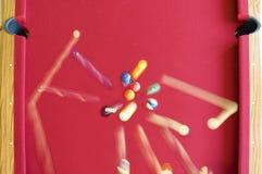 Dispersión de las bolas de piscina en rotura Imagen de archivo libre de regalías