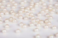 Dispersión de perlas falsas fotos de archivo