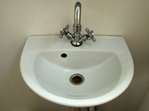 Dispersore bianco e puro della stanza da bagno Fotografie Stock Libere da Diritti
