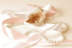 Dispersore con i branelli della perla Immagini Stock